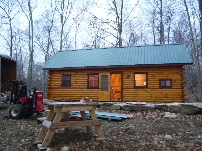 Trophy amish cabins llc 7 video tours10 39 x 20 39 hunter for 20 x 32 cabin with loft